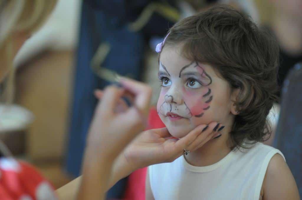 Pictura pe fata copii pret 80 lei